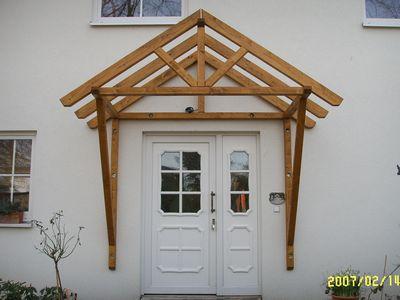 holzvordach bayerischerwald 18 vordach bayerischer wald. Black Bedroom Furniture Sets. Home Design Ideas